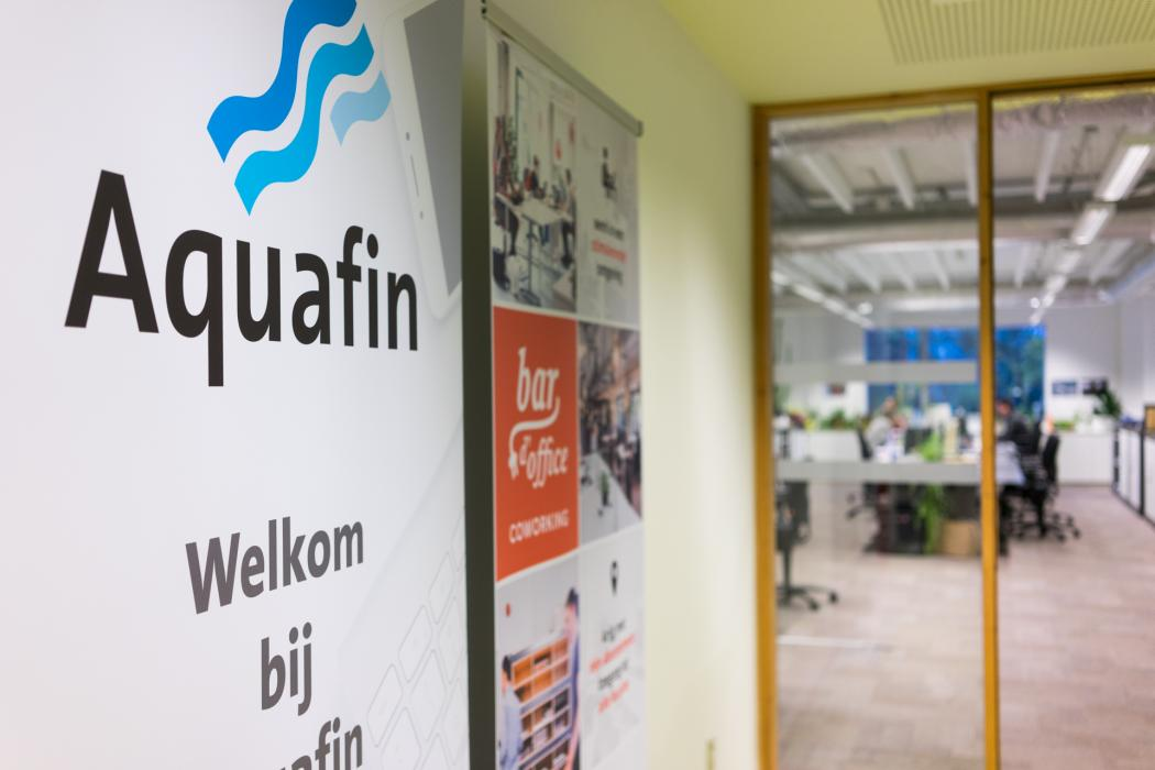 Banners Aquafin en Bar d'Office